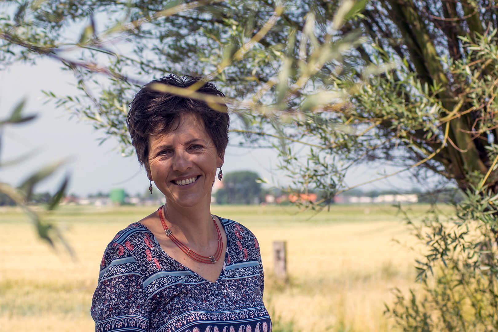 Foto van Claudia van Leent. Claudia van Leent is wandelcoach.