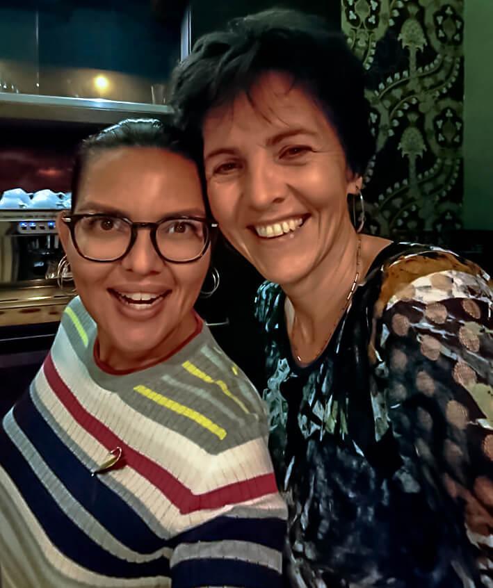 Foto (selfie) van Mascha Mooy en Claudia van Leent .
